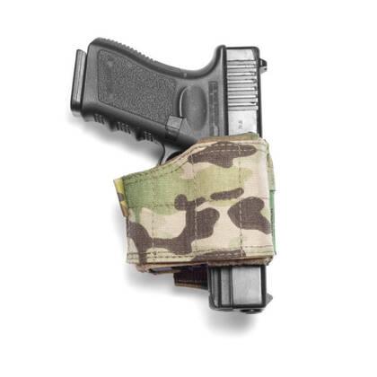 """Het Universeel Pistool Holster Multicam is een veelzijdig en aanpasbaar holster die zich volledig aanpast om een breed scala aan grote en kleine frame pistolen te kunnen bevatten. Aanpassing is eenvoudig en snel door middel van klittenbandsluiting. Sidearms zijn stevig bevestigd door middel van een gegoten binnen behuizing van composiet. Het wapen wordt vrijgegeven door een duim omlaag te drukken middels de """"push down thumb release"""". De achterkant van de holster heeft 3 rijen MOLLE-banden met 2 MOLLE-armen, waardoor deze kan worden bevestigd aan een breed scala aan MOLLE uitrusting."""
