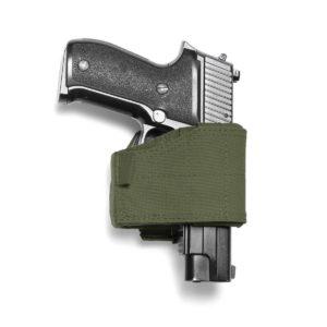 """Het Universeel Pistool Holster OD is een veelzijdig en aanpasbaar holster die zich volledig aanpast om een breed scala aan grote en kleine frame pistolen te kunnen bevatten. Aanpassing is eenvoudig en snel door middel van klittenbandsluiting. Sidearms zijn stevig bevestigd door middel van een gegoten binnen behuizing van composiet. Het wapen wordt vrijgegeven door een duim omlaag te drukken middels de """"push down thumb release"""". De achterkant van het Universeel Pistool Holster OD heeft 3 rijen MOLLE-banden met 2 MOLLE-armen, waardoor deze kan worden bevestigd aan een breed scala aan MOLLE uitrusting."""