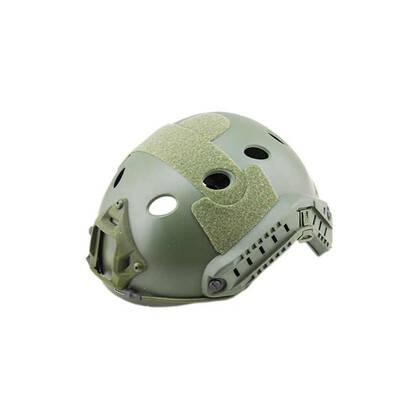 FAST Helm PJ OD, een lichtgewicht versie van ABS. De helm is stevig en duurzaam. Tactische zijrail voor accessoires en een geïntergreerd montagepunt voor NVG (NVG montage niet inbegrepen) De buitenkant is voorzien van klittenband rechts, links, boven en aan de achterkant. De binnenkant heeft schuimrubberen pads. De maat is In hoogte verstelbaar met straps, Hoofdomtrek 54 tot 62cm.