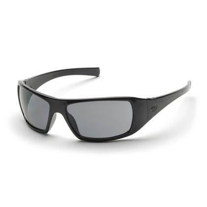 De Pyramex Goliath Grijs is mooie zonnebril met grijs anti fog veiligheidsglas. De bril voldoet aan de ANSI Z87.1 norm en is dus geschikt om mee te airsoften. Of gewoon om lekker te dragen als een mooie bril die nog stevig is ook. De getinte glazen bieden 100% bescherming tegen UV-A en UV-B straling.