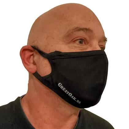 Het Mondmasker Great Oak Makhai is een prettig zittend niet medisch mondmasker. Verkrijgbaar in 3 maten dus voor iedereen een passende oplossing. En door de gebruikte materialen en productieprocessen zijn het zeer scherp geprijsde mondmaskers.