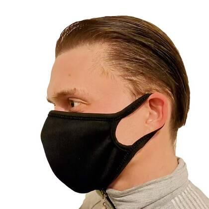 Het Mondmasker Zwart is een prettig zittend niet medisch mondmasker. Verkrijgbaar in 3 maten dus voor iedereen een passende oplossing. En door de gebruikte materialen en productieprocessen zijn het zeer scherp geprijsde mondmaskers.