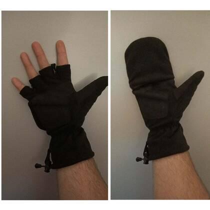 De Makhai Postal Gloves, bij andere merken vaak Sniper Gloves genoemd, zijn de ideale handschoenen voor mensen die wel hun vingers willen gebruiken en niet telkens de handschoenen uit willen trekken. De naam postal wijst op het gebruik bij o.a. postbezorgers.