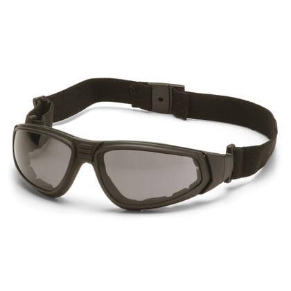 De Pyramex XSG Grijs is mooie bril of goggle met amber anti fog veiligheidsglas. De bril voldoet aan de ANSI Z87.1 norm en is dus geschikt om mee te airsoften. Of gewoon om lekker te dragen als een mooie bril die nog stevig is ook. De getinte glazen bieden 99% bescherming tegen UV-A en UV-B straling.