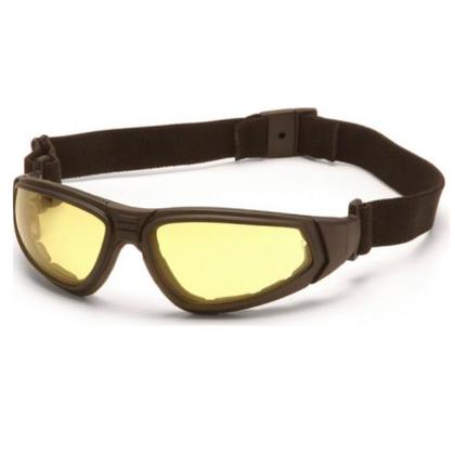 De Pyramex XSG Amber is mooie bril of goggle met amber anti fog veiligheidsglas. De bril voldoet aan de ANSI Z87.1 norm en is dus geschikt om mee te airsoften. Of gewoon om lekker te dragen als een mooie bril die nog stevig is ook. De getinte glazen bieden 99% bescherming tegen UV-A en UV-B straling.